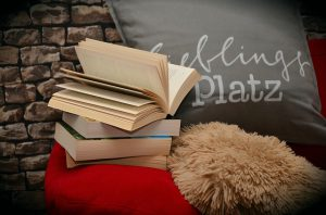 books-1416902_640