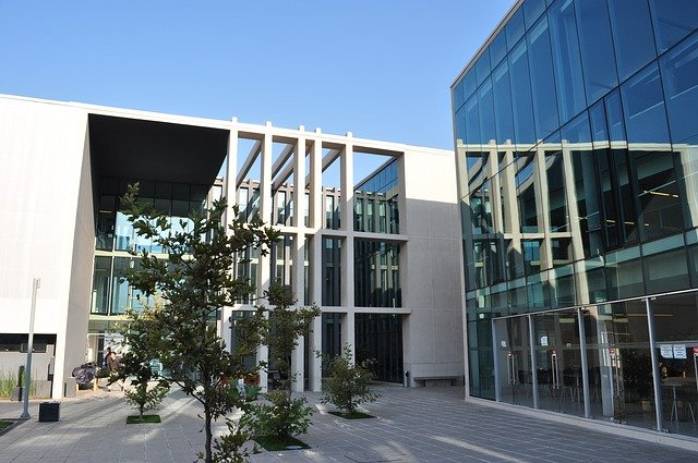 Fernunis, Fernhochschulen und Weiterbildungsanbieter von A bis Z