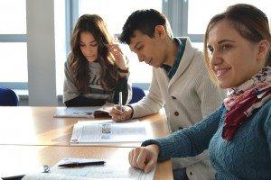 students-702090_640